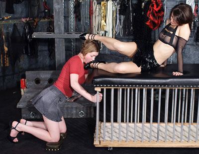 Mistress Ariel humiliates her slave girl with her feet