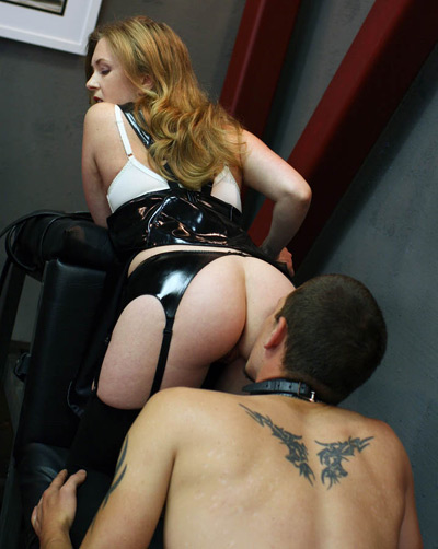 Admiring the ass of Mistress T