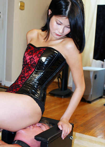 Mistress Kira smothering her ass over her slave