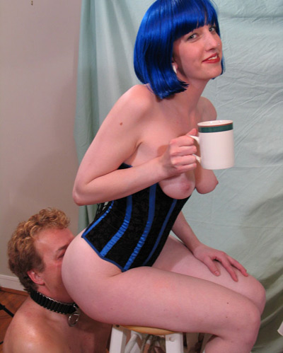 Coffee and ass warming for the Mistress