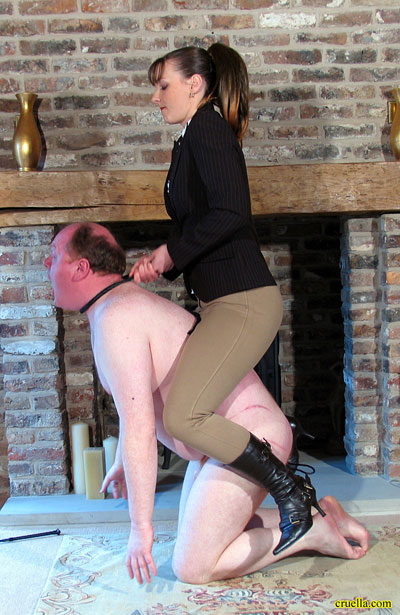 Mistress strangles her useless pony while riding on him