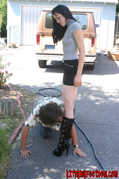 Mistress O makes her slave lick her boots in public