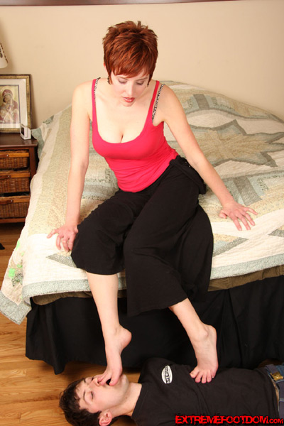 Mistress Ryanne's perfect bare feet needs attention