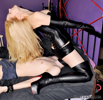 Smothered for the pleasure of Mistress Eleise