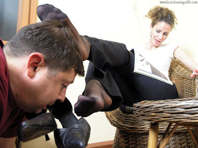 foot cleaning caffe - Foot slave absorbing all his Mistress's foot sweat