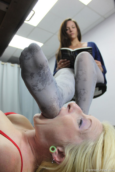Foot stool for her Mistress stockings feet
