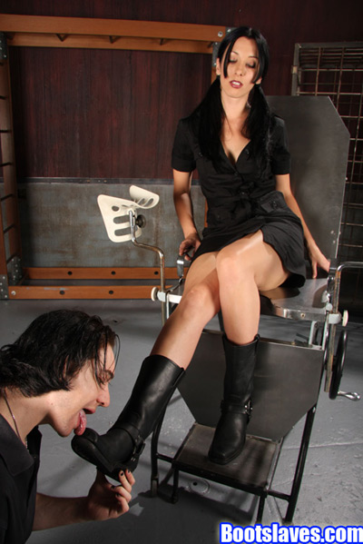 Mistress January Seraph getting her boots tongue shined