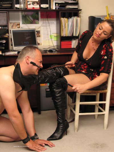 Not giving enough effort on Mistress Jude's boots