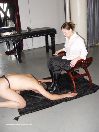 Mistress Nicole demands prayers from her foot slave