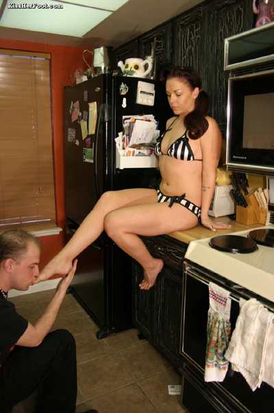 foot cleaning caffe - Footworship in the kitchen