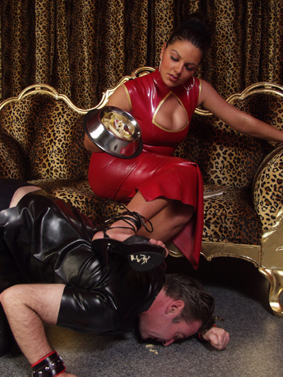Lady Asmodena feeds her slave crushed food under her heels