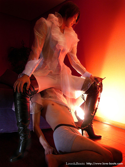 Rich Japanese Mistress sits on the face of her new slave