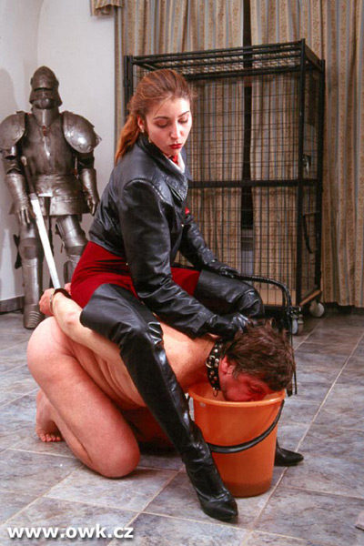 Madame Loreen forces her slave to drink up the mop juice