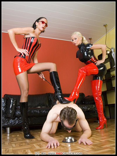 2 hot latex Mistresses forcing their slave to eat from the dog bowl