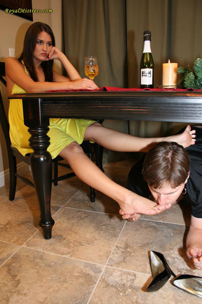Serving under the dining table of Mistress Michelle