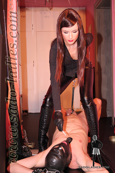 Ashtray for bitchy Mistress Lena