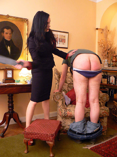 Miss Morigan spanks her slave in the English Mansion