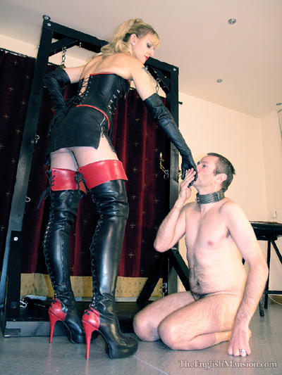 Showing respect to the Mistress before the session begins