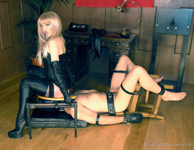 Licking the ass of Mistress Sidonia