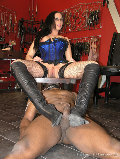 Queening and giving her slave a boot job