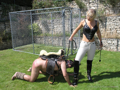 Mistress Vixen steps on the pony hands