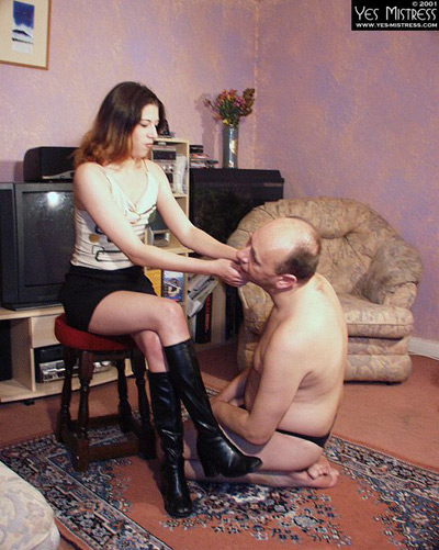 Slapping her domestic slave on his   cheeks